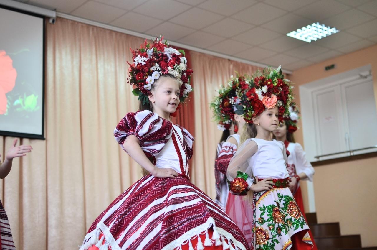 Фото 10 Людмила Коваль презентувала книгу «Кольорові вірші»