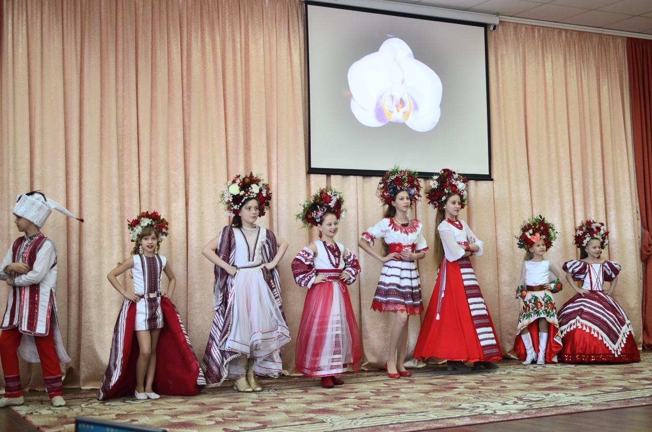 Фото 11 Людмила Коваль презентувала книгу «Кольорові вірші»