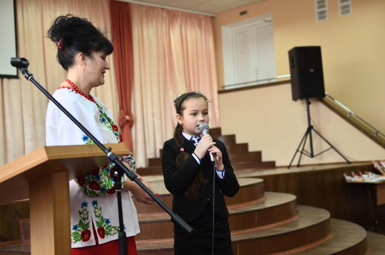 Фото 12 Людмила Коваль презентувала книгу «Кольорові вірші»