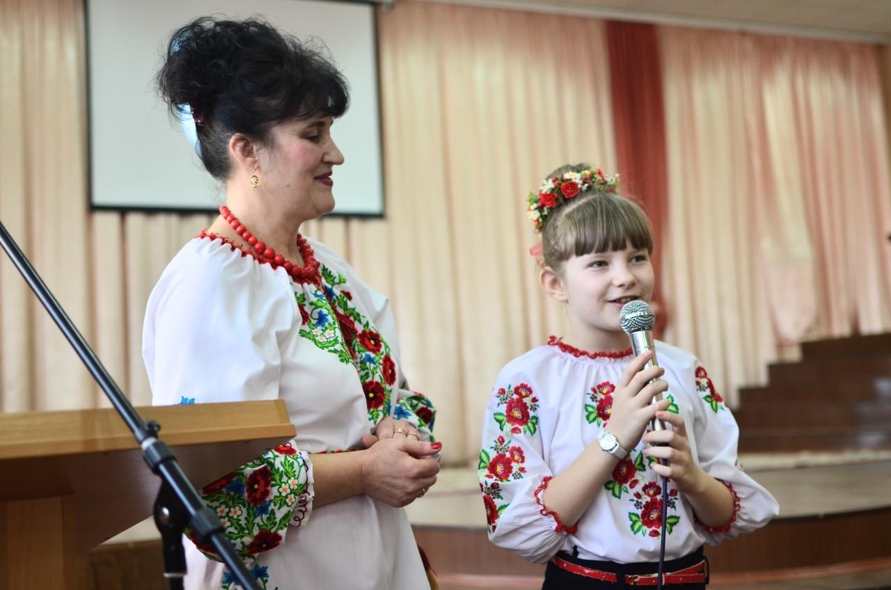 Фото 14 Людмила Коваль презентувала книгу «Кольорові вірші»