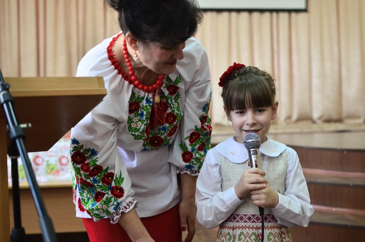 Фото 15 Людмила Коваль презентувала книгу «Кольорові вірші»