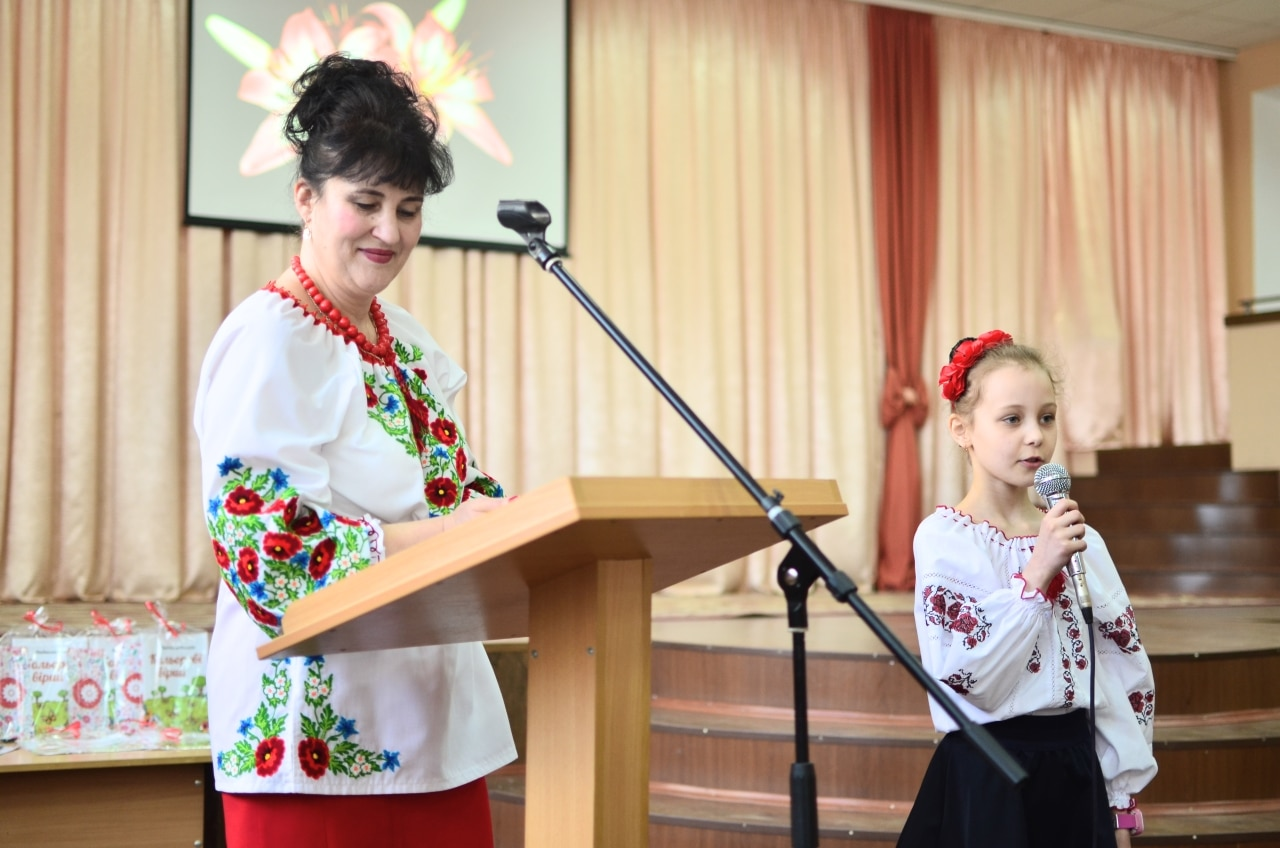 Фото 16 Людмила Коваль презентувала книгу «Кольорові вірші»