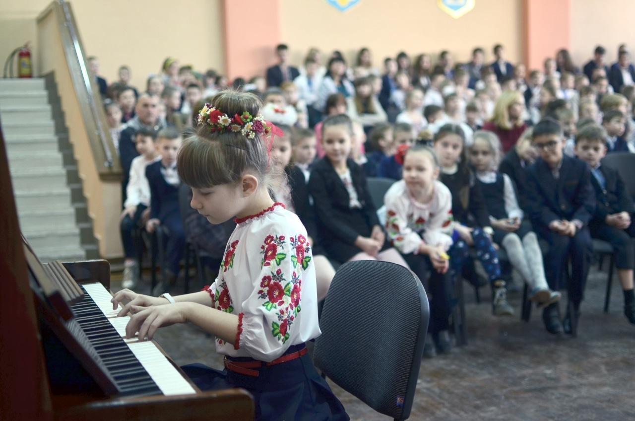 Фото 18 Людмила Коваль презентувала книгу «Кольорові вірші»