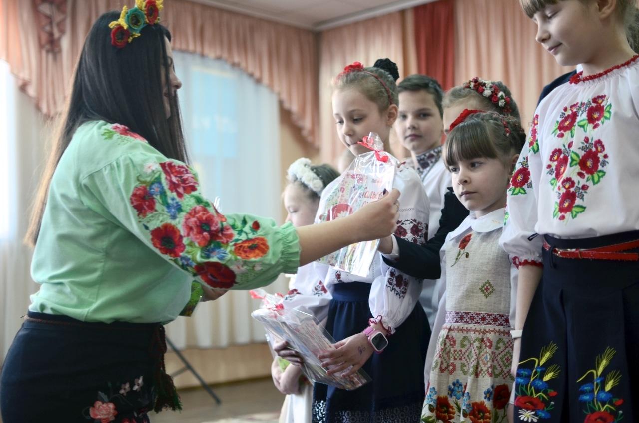 Фото 19 Людмила Коваль презентувала книгу «Кольорові вірші»