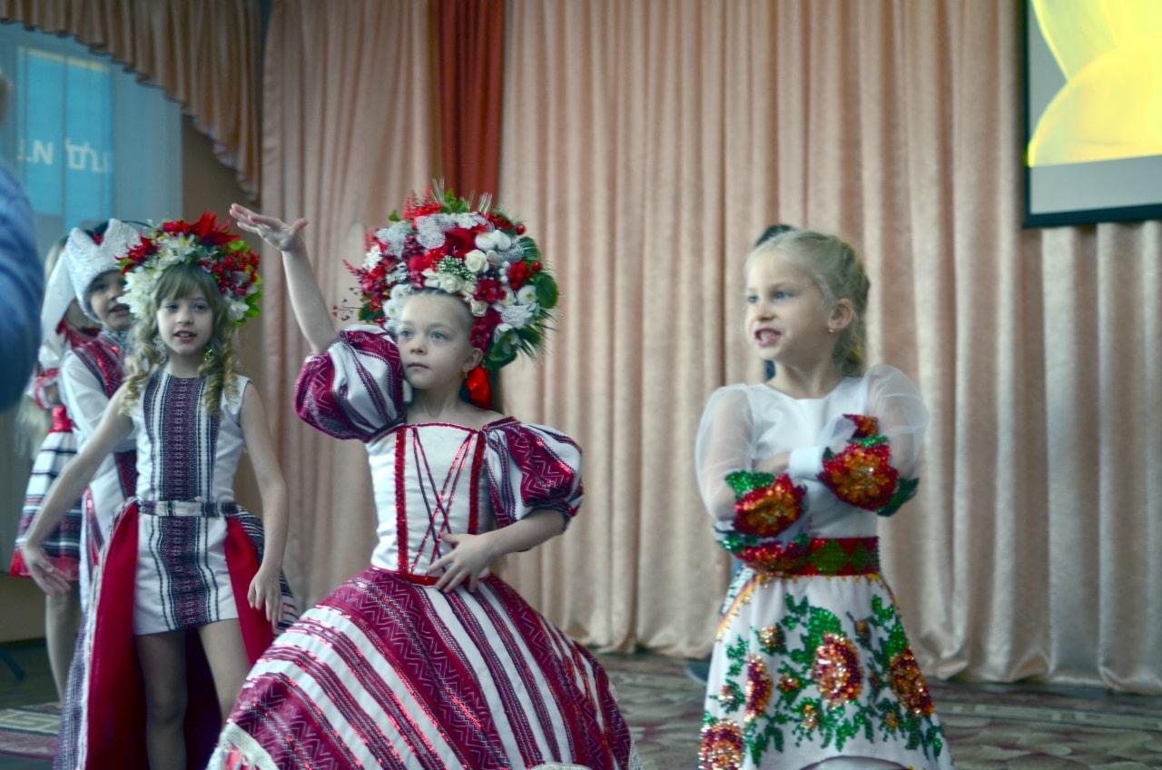 Людмила Коваль презентувала книгу «Кольорові вірші»