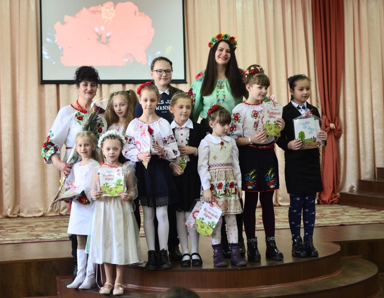 Фото 22 Людмила Коваль презентувала книгу «Кольорові вірші»