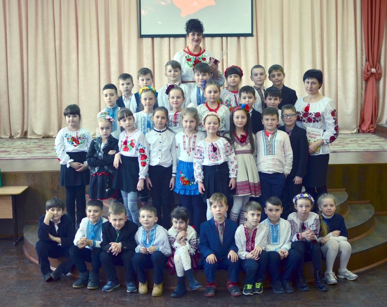 Фото 24 Людмила Коваль презентувала книгу «Кольорові вірші»