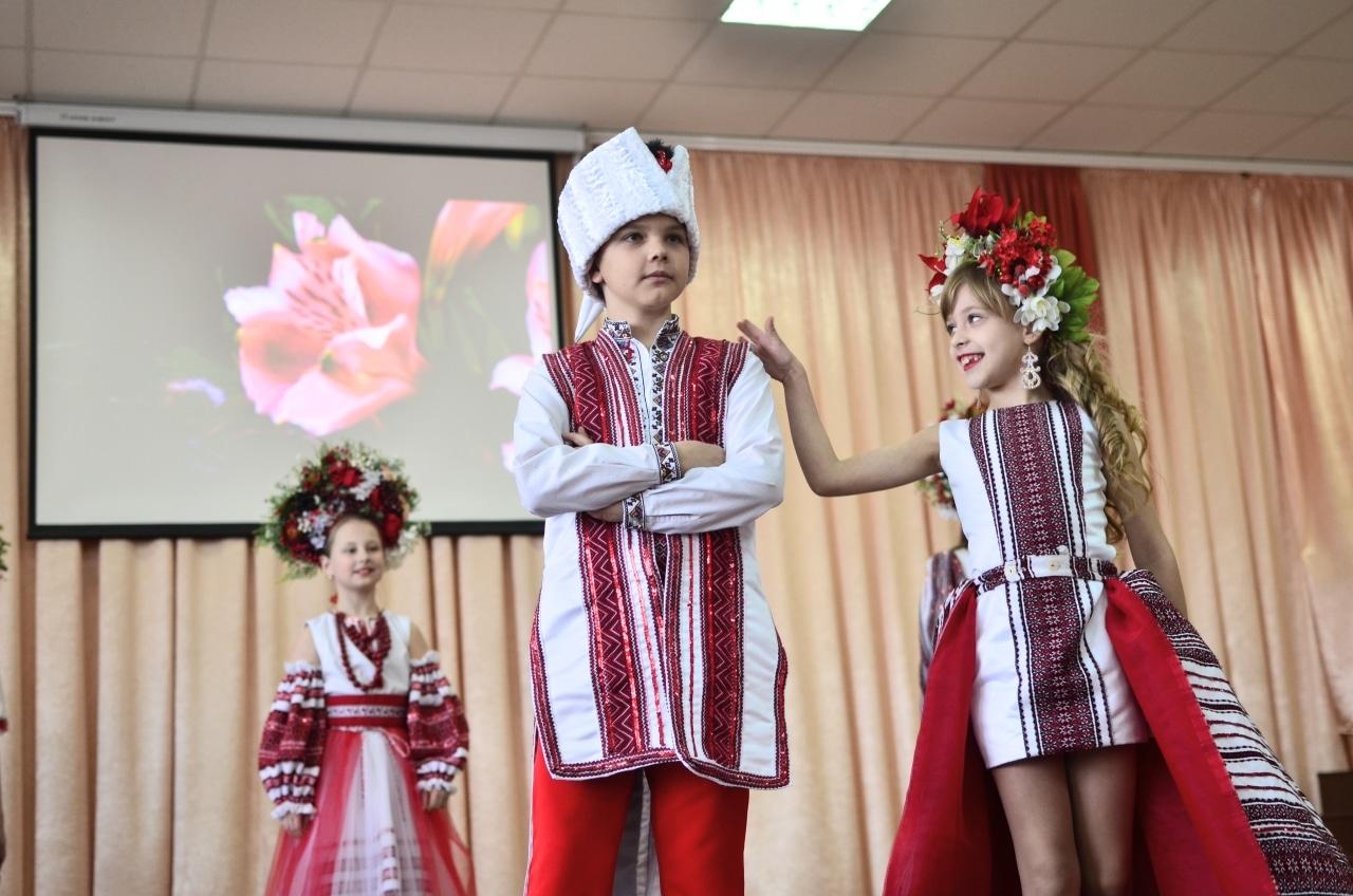 Фото 26 Людмила Коваль презентувала книгу «Кольорові вірші»