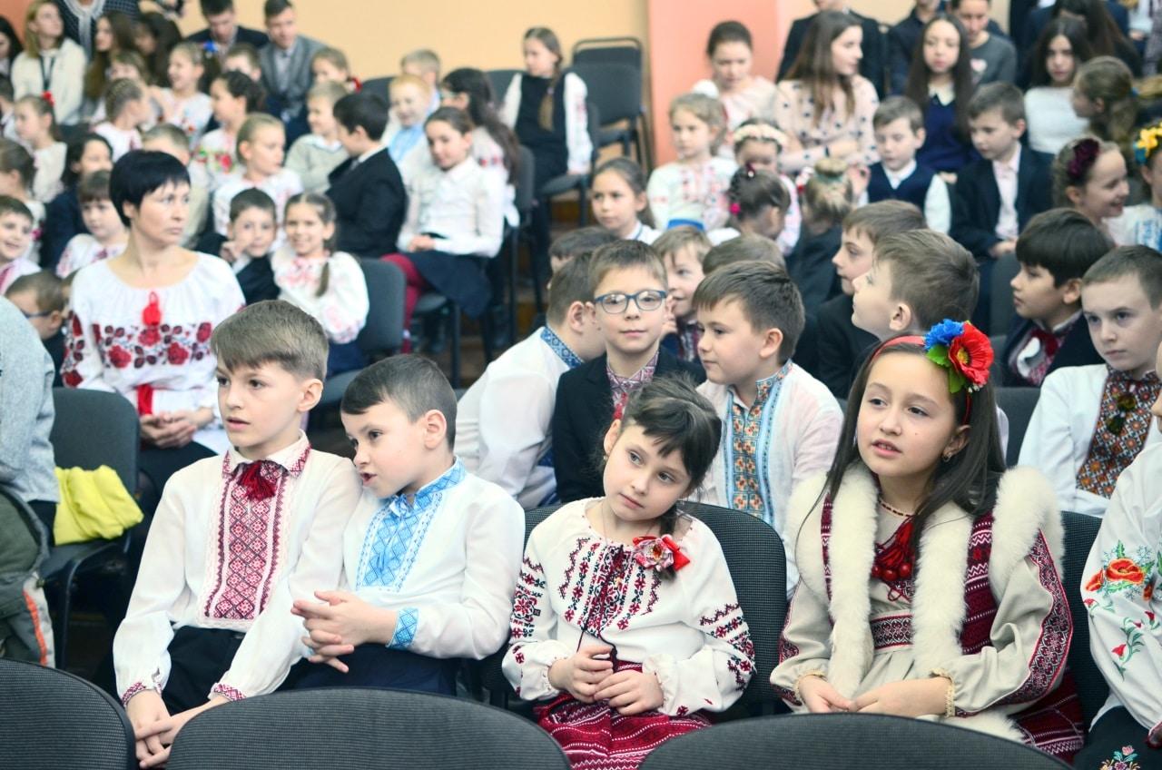Фото 3 Людмила Коваль презентувала книгу «Кольорові вірші»