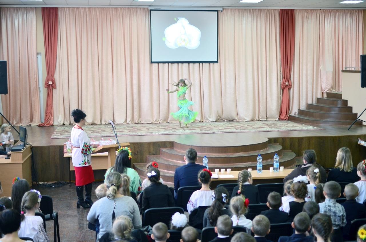 Фото 5 Людмила Коваль презентувала книгу «Кольорові вірші»