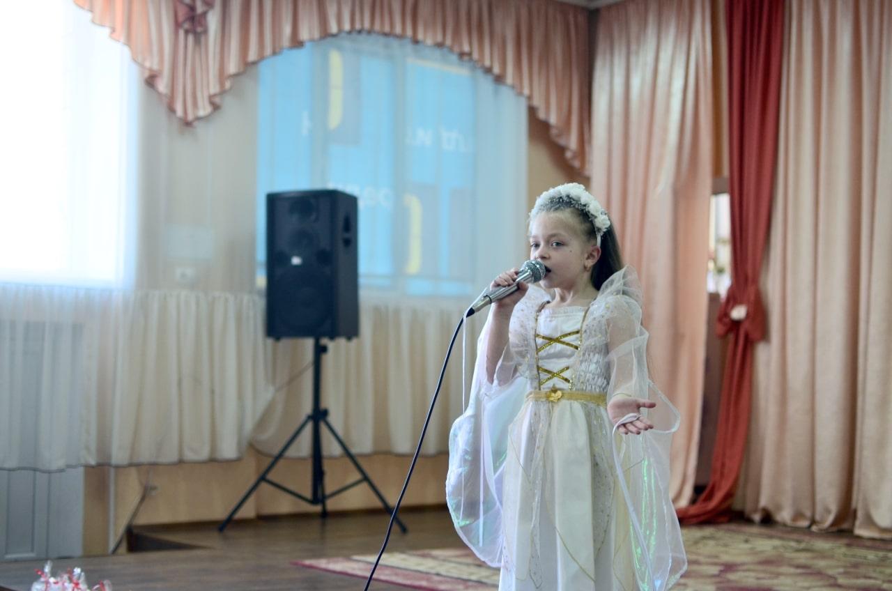 Фото 6 Людмила Коваль презентувала книгу «Кольорові вірші»