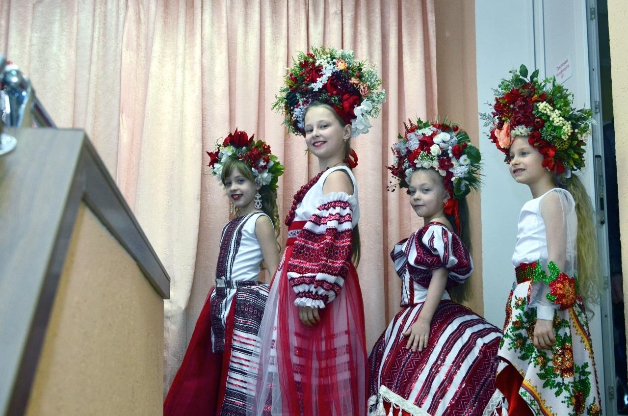 Фото 7 Людмила Коваль презентувала книгу «Кольорові вірші»