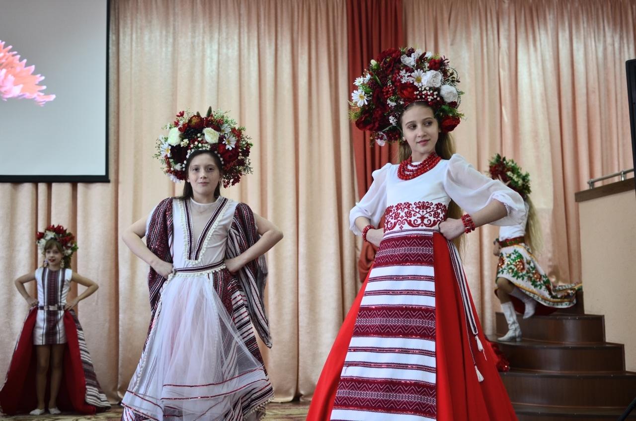 Фото 8 Людмила Коваль презентувала книгу «Кольорові вірші»